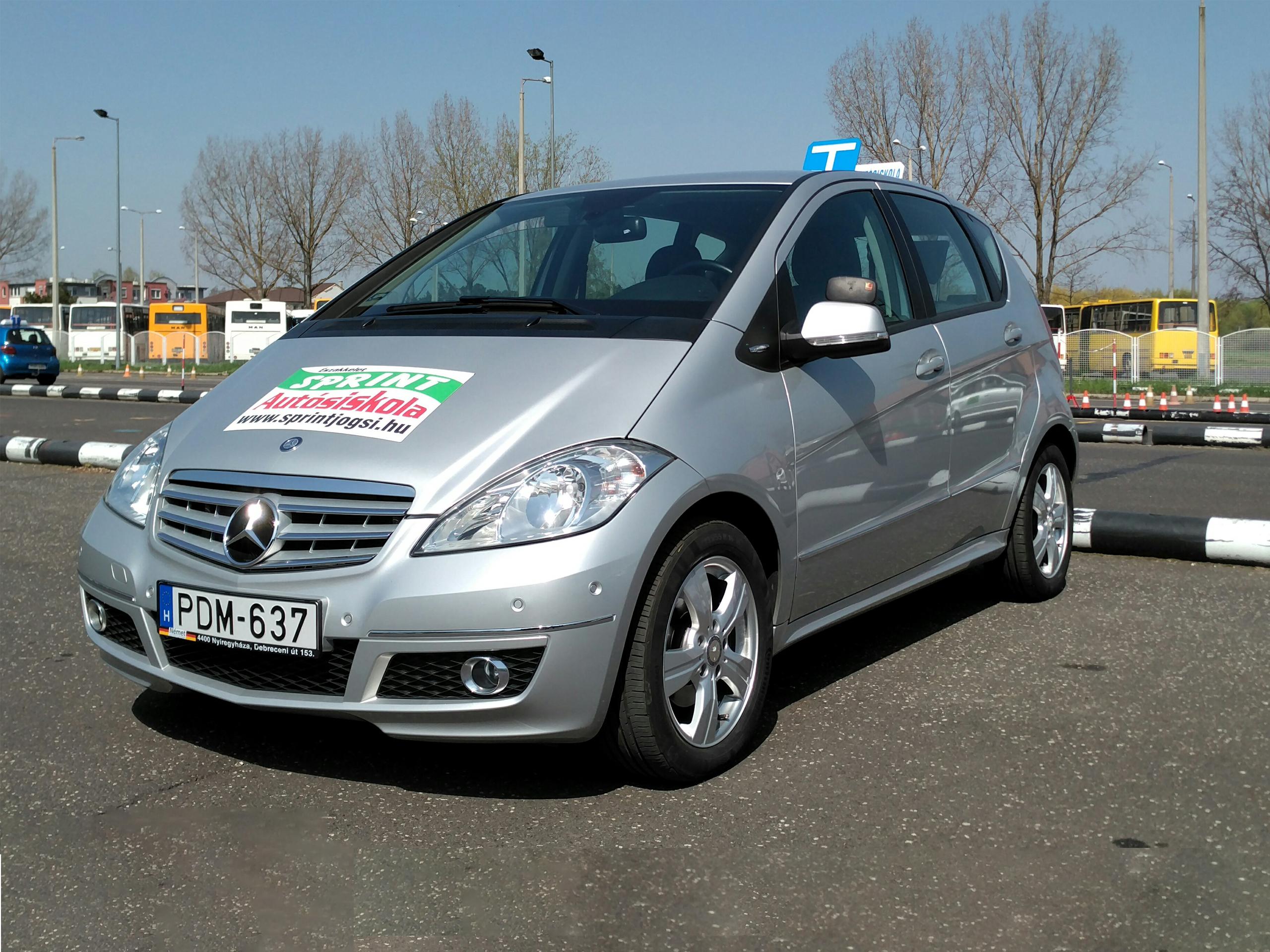 Mercedes A-osztály oktató autó
