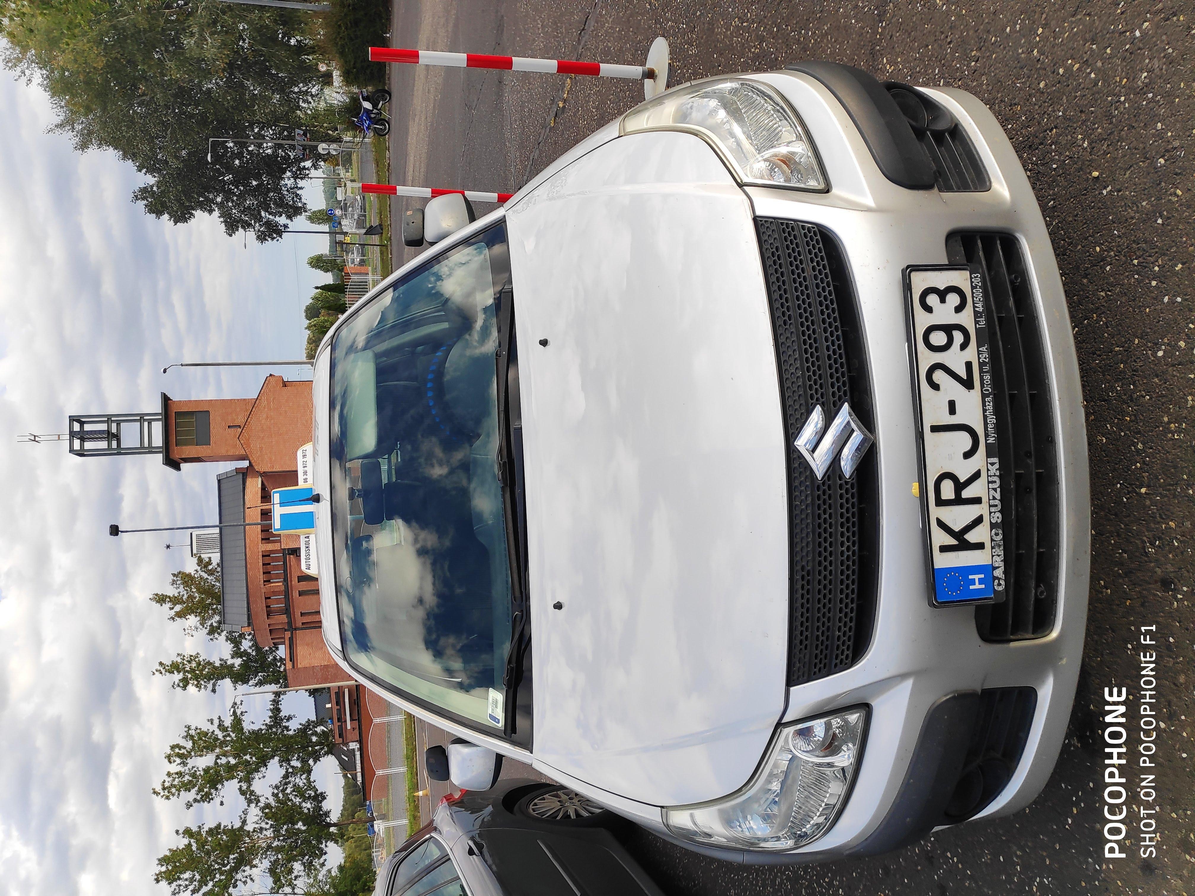 Suzuki oktató autó